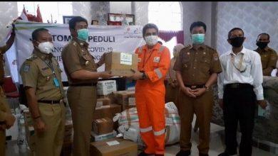 Photo of JOB Tomori Serahkan Ratusan Bantuan APD Kepada Pemda Banggai