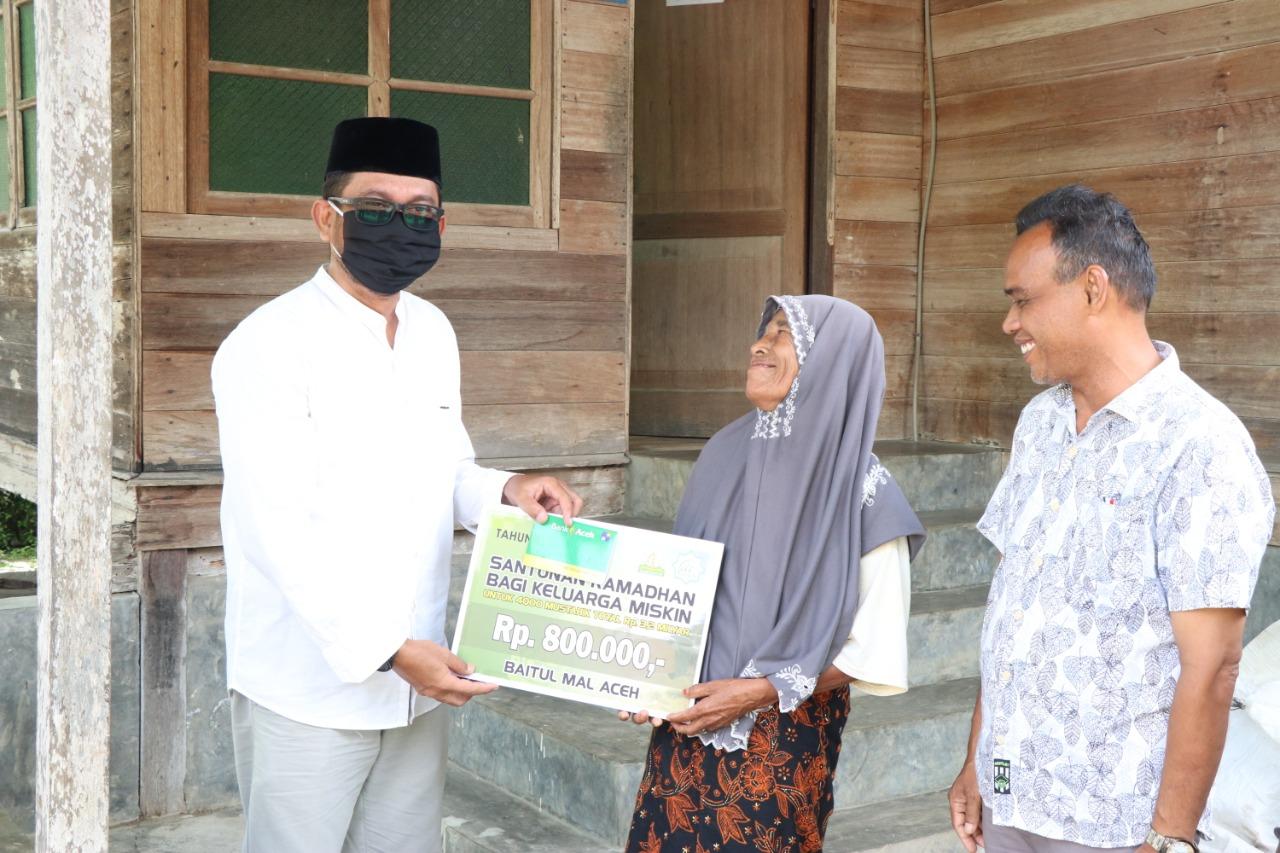 Foto Sebanyak 4.000 fakir miskin di Kabupaten Aceh Besar menerima bantuan Santunan Ramadhan dari Baitul Mal Aceh (BMA).