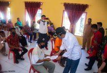 Photo of 43 KK Desa Resarna Balantak Selatan Terima Bantuan dari Pemkab Banggai