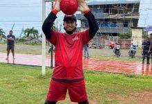 Photo of Gelar Laga Persahabatan, Bupati Herwin Yatim Jadi Penjaga Gawang