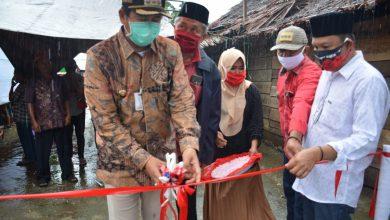 Photo of Pemkab Banggai Beri Bantuan Jamban Keluarga dan Nikah Massal Untuk Komunitas Adat Terpencil Kabua-Bua Nuhon
