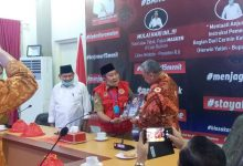 Photo of Sambut Kunjungan Keluarga Besar Universitas Pamulang, Mustar Labolo Perkenalkan Potensi SDA Hingga Batik Nambo