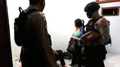 Photo of Gelar Razia ke Hotel, Polisi Kembali Amankan Tiga Pasang Muda-Mudi Tanpa Ikatan Nikah