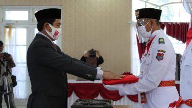 Photo of Herwin Yatim Kukuhkan Pasukan Pengibar Bendera Pusaka Kabupaten Banggai Tahun 2020