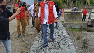 Photo of Rumah Warga Kerap Tergenang Air, Herwin Penuhi Permintaan Warga Bangun Talut di  Pangkalasean