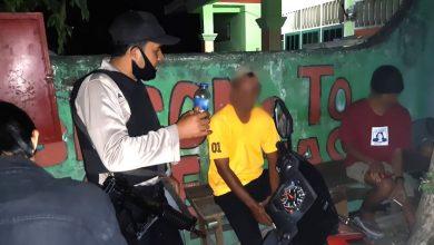 Photo of Cegah Gangguan Kamtibmas, Polsek Luwuk Kembali Bubarkan Warga Pesta Miras