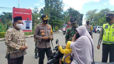 Photo of Turun ke Jalan, Kapolres Banggai Serukan Pilkada Damai dan Protokol Kesehatan Covid-19
