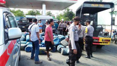 Photo of Dianggap Sebagai Pemicu Gangguan Kamtibmas, Polsek Toili Kembali Tertibkan Antrian Jeriken di SPBU Singkoyo