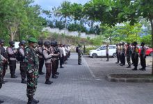 Photo of 119 Personel Gabungan TNI-Polri Amankan Tahap Pengundian dan Penetapan Nomor Urut Paslon