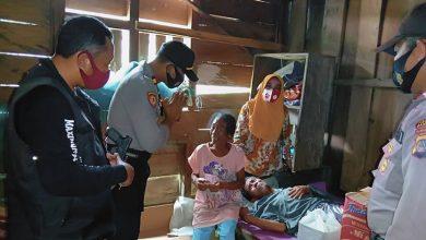 Photo of Kaposlek Batui dan Kades Suka Maju I Berikan Sedekah Keluarga Berekonomi Lemah