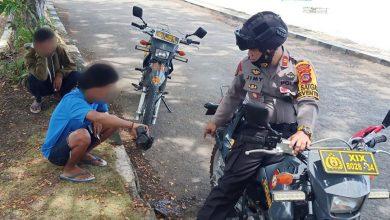 Photo of Pimpin Patroli, Kasat Sabhara Tegur Pengendara Salah Parkir Hingga Warga Konsumsi Miras