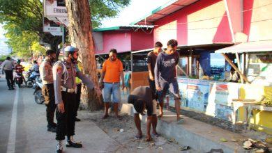 Photo of Puluhan Pelanggar Protokol Kesehatan di Luwuk Dihukum Bersihkan Sampah