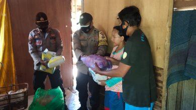 Photo of Polres Banggai Serahkan Bantuan Perlengkapan Bayi Untuk Pasutri di Dusun Tingki-Tingki
