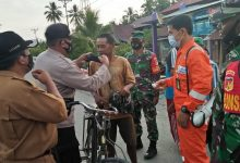 Photo of Petugas Gabungan Ops Yustisi Sasar Pasar di Moilong, Puluhan Warga Terjaring Tidak Pakai Masker